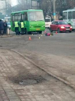 У Чернівцях водій маршрутки на «зебрі» збив пішохода (фото)