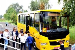 На Буковині Михальчанській школі подарували шкільний автобус (фото)
