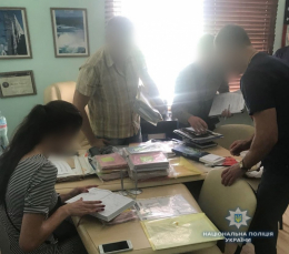 На Буковині викрили центр, який підробляв документи для виїзду за кордон (фото)