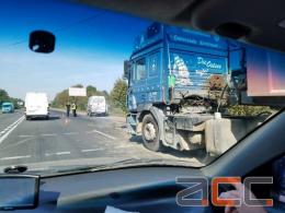 Поблизу Чернівців зіткнулася вантажівка і бус