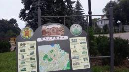 У Чернівцях невідомі вандали пошкодили туристичний стенд у Садгорі