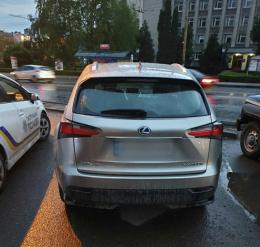 У Чернівцях патрульні виявили Lexus із підробленими номерами