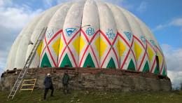 Художники почали розфарбовувати купол станції «Памір» на Буковині