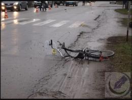 """На Буковині """"Опель"""" збив на смерть велосипедиста (фото+відео)"""