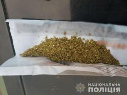 На Буковині поліція вилучила у двох осіб наркотики (фото)