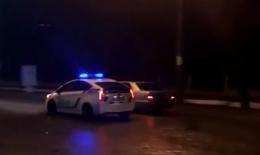 Патрульні у Чернівцях влаштували погоню за порушником на «Мерседесі», але не змогли його впіймати (відео)