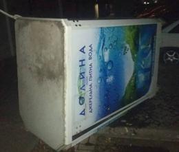 У Чернівцях перекинули автомати з водою
