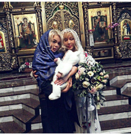 До Чернівців на хрестини до сім'ї Аліни Гросу приїхали Павло Зібров та Ірина Білик (фото)