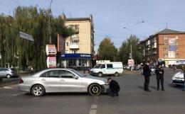 У Чернівцях на проспекті Незалежності на пішохідному переході зіткнулися дві автівки