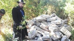 У Чернівцях на військовій базі виявили сотні зниклих єврейських надгробків