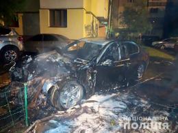 """У Чернівцях """"BMW"""", яке згоріло в спальному районі, підпали"""