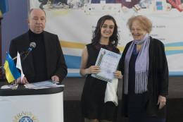 11-класниця буковинського ліцею отримала золото за наукову роботу з мовознавства