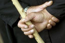 На Буковині чоловік побив знайомого палицею, постражалий у важкому стані
