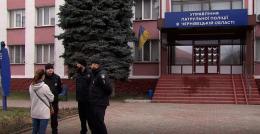 У Чернівцях півсотні поліцейських оголосили про недовіру своєму керівництву (відео)