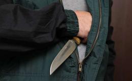 На Буковині розшукали чоловіка, який погрожуючи ножем обікрав касу