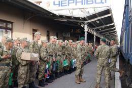До Чернівців прибули військовослужбовці строкової служби