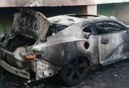 """У Чернівцях на Кармелюка вщент згоріло авто """"Chevrolet Camaro"""""""