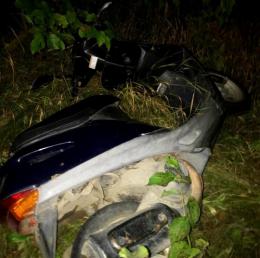 На Буковині біля сільського клубу у жінки вкрали скутер