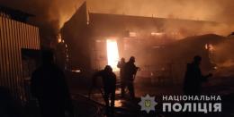 У Вижниці вночі горів ринок, знищено понад 10 кіосків (фото)