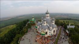 У Свято-Аннинському монастирі люди виліковуються від раку, безпліддя та ще багатьох хвороб