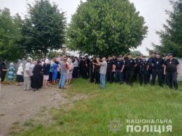 На Буковині поліція охороняє збори вірян у селах