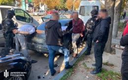 На Буковині викрили поліцейських, які брали гроші з контрабандистів тютюнових виробів