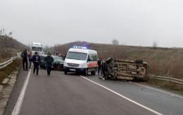 На об'їзній дорозі в Чернівцях перекинулось авто, четверо людей постраждали