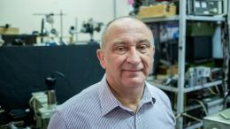 Вчений з Чернівців отримав нагороди Міжнародного оптичного товариства.