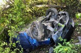 """На Буковині """"Mazda"""" злетіла в кювет й перекинулась (фото)"""
