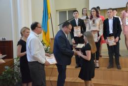 У Чернівцях мер нагородив талановиту учнівську молодь (фото)