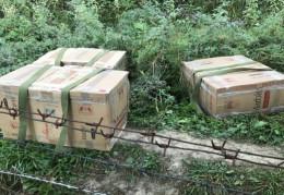 Прикордонники неподалік кордону на Буковині знайшли сім ящиків цигарок
