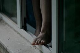 У Чернівцях 19-річна дівчина кинулася з вікна 9 поверху