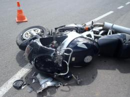 На Буковині мотоцикліст врізався в бетонну огорожу