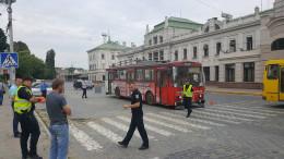 На Гагаріна в Чернівцях у тролейбуса тріснуло колесо