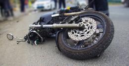 На Буковині мотоцикл врізався в стовп, постраждало двоє дівчат