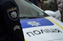 На Буковині молодик сплатить штраф за те, що ногою пошкодив автомобіль патрульних