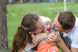 Буковинців просять допомогти маленькій чернівчанці, яка через сильні антибіотики втратила слух