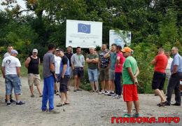 На Буковині жителі кількох сіл потерпають від сміттєзвалища (фото)