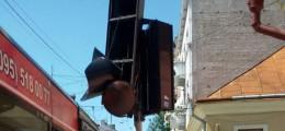 У Чернівцях на Університетській тролейбус розтрощив світлофор