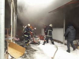 """У Чернівцях внаслідок пожежі на """"Калинці"""" постраждало троє людей"""