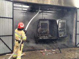 На Буковині мікроавтобус згорів від зарядки акумулятора