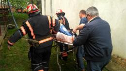 Рятувальники розповіли, як рятували буковинця, що провалився під землю