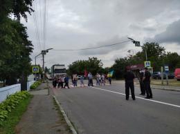 На Хотинщині протестувальники четвертий день блокують трасу