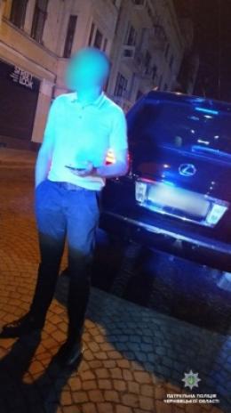 У Чернівцях п'яний «мажор» намагався за 300 доларів підкупити поліцейських