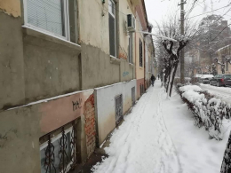 У Чернівцях через неприбрані від снігу тротуари оштрафували керівників чотирьох ЖРЕПів (фото)