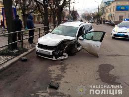 У Чернівцях на Героїв Майдану «Volkswagen» зіткнувся з «Daewoo»,