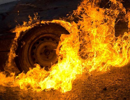 У Чернівцях уночі підпалили «Мерседес»