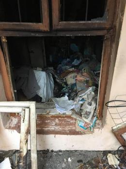 У Чернівцях жінка перетворила свою квартиру на сміттєзвалище