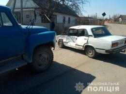 На Буковині вантажівка зіткнулась із легковиком, є травмовані (фото)