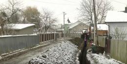 У селі на Буковині через заміну газових труб перекопали половину вулиць (відео)